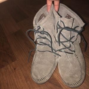 Minnietonka tramper boots
